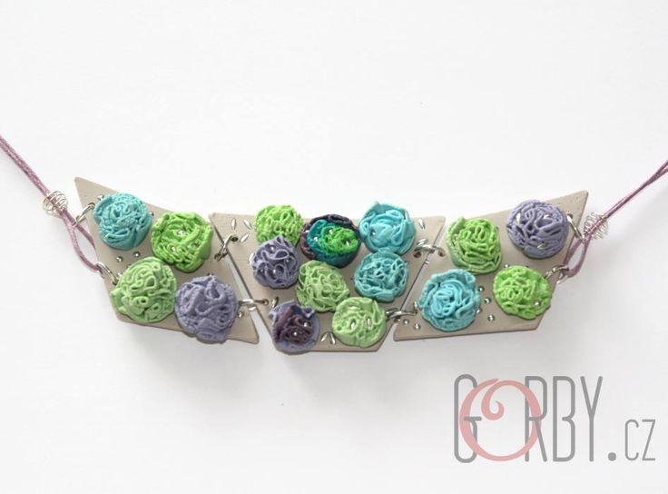 Radka Gorbačová - náhrdelník z polymerové hmoty podle workshopu Hany Auterské
