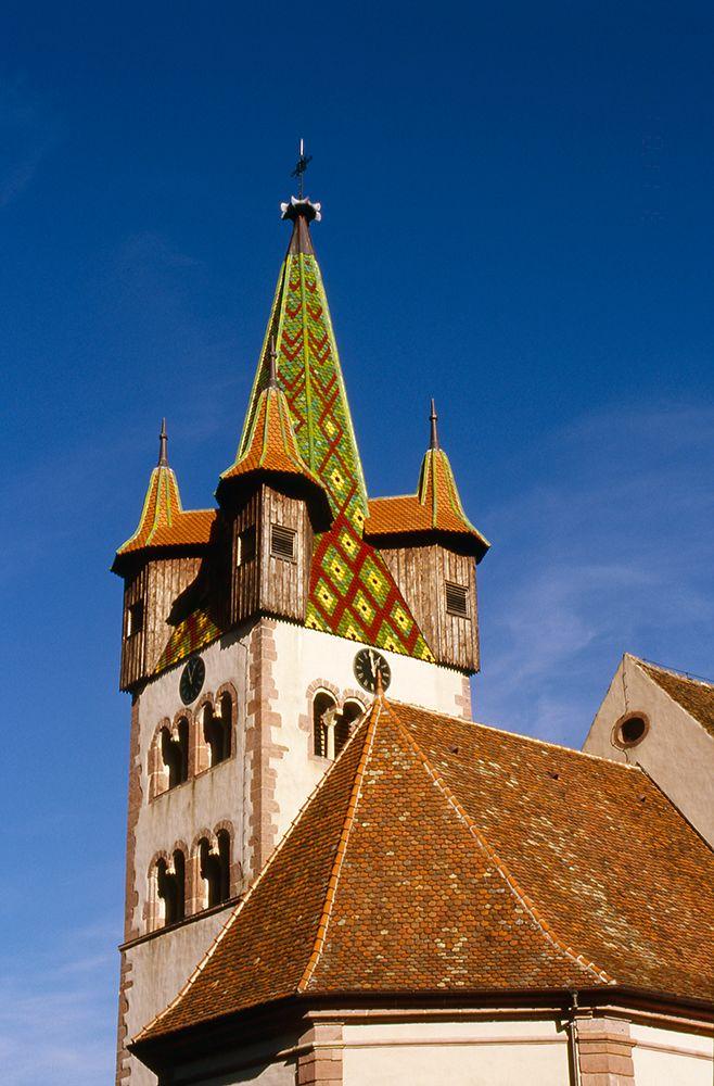 La magnifique clocher de l'église St-Georges.