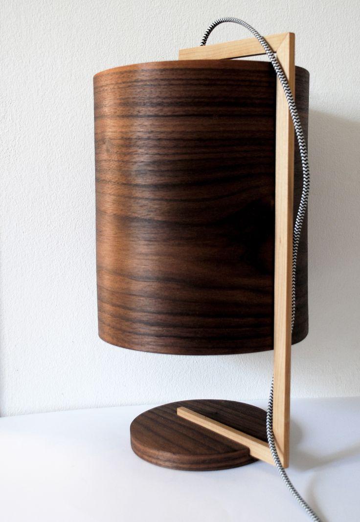 Zappy II - #handmade #woodlamps #desklamps #desklights #woodenlights #woodwork #wooden #veneerlight #maple #walnut   Φωτιστικό σαλονιού / κρεβατοκάμαρας, από καπλαμά καρυδιάς και ξύλο σφένδαμου. Διαθέτει υφασμάτινο καλώδιο και διακόπτη on/off. Τέλειος συνδιασμός για την κρεβατοκάμαρα ή το σαλόνι! Διαστάσεις: διάμετρος καπέλου 23 εκ. , συνολικό ύψος 40 εκ.