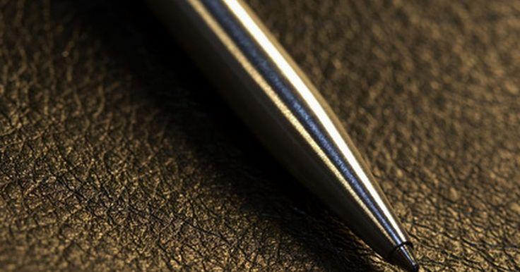 Como tornar tinta de caneta permanente. Algumas canetas possuem tinta permanente, mas somente um número pequeno de canetas-tinteiro ou canetas hidrográficas é permanente. Porém até mesmo tintas permanentes podem vazar ou esgotar-se com o tempo. Para fazer a tinta durar em cartas, documentos e ilustrações, use um fixador para artes. Esse produto é similar ao fixador spray para cabelo, ...