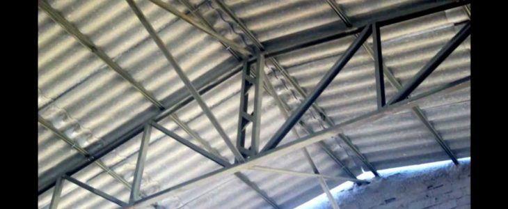 A estrutura metálica para telhado preço pode variar muito de empresa para empresa que fornece esse tipo de estrutura, mas mesmo que o custo da estrutura metálica seja mais alto do que os telhados de madeira vale muito a pena