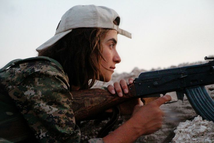 female kurdish YPJ fighters on frontline against ISIL