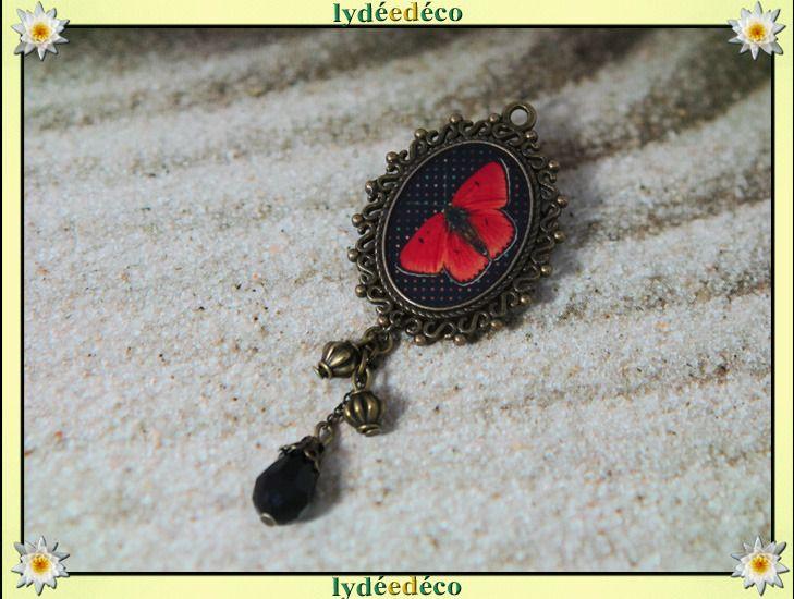 Broche retro dentelle Papillon rouge et noir en resine et perles : Broche par lydeedeco