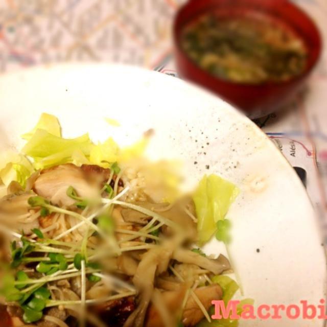 今日の晩ご飯 ◆ソイミートの照り焼き風丼 ◆春雨スープ  今日は外で飲んでくるから、少なめでというご要望にお応えして。 - 25件のもぐもぐ - マクロビごはん by madokamorita