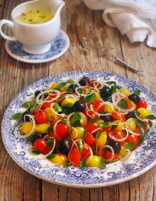 Острый салат из помидоров с оливками