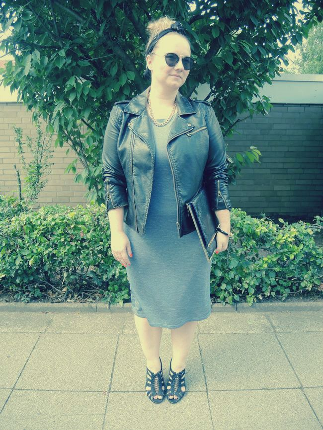 #Leather #biker #jacket #Grey #Dress #Clutch #Primark #Statement #necklace #Sandals #HundM #Lion #bracelet #HSE24 #Scarf #Harald #Glööckler #Ulla Popken #Sunglasses #zeroUV #POD #Plus #Size #Outfit #Day #curvy #curve #girl #women #woman #fat #big #fashion #mode #blog #life #lifestyle #plus #size #plussize #Übergrößen #dick #frau #frauen #kurven #kurvig