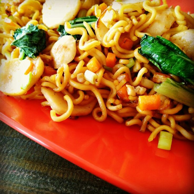 Chow mein by waroeng_wadjan