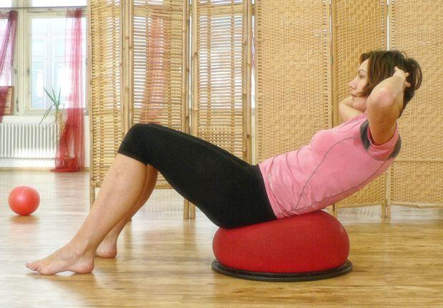 Posilování břicha po porodu na balanční plošině Jumper