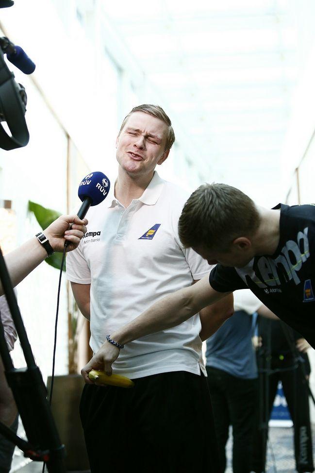 funny interview with Aron Palmarsson and Goggi in Qatar :'D :'D Iceland national team 2015 január World Men's Handball Championship banana fruit