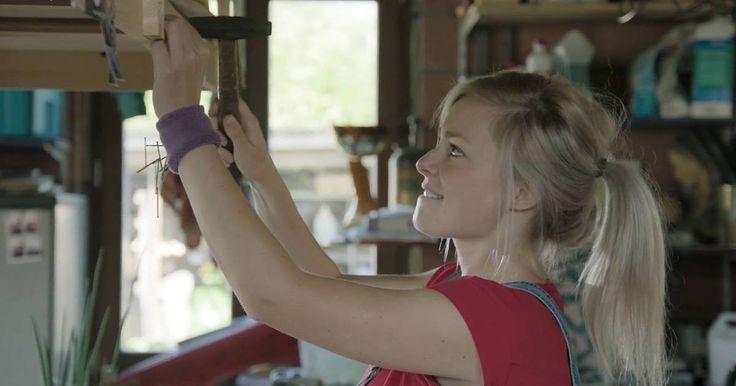 Laat jij ook regelmatig nagels en schroeven vallen tijdens het klussen? Met een simpele zweetband en magneet is je probleem opgelost.
