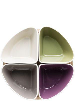 Tapas serveringssett Skåler i glasert steingods, brikke i bambus. Ø 280 mm, H 90 mm.Emballasje: GiftboxArt. nr. 5016549 Trykk: Ønsker du din logo på dette produktet? Be oss om pris på post@blatt.no