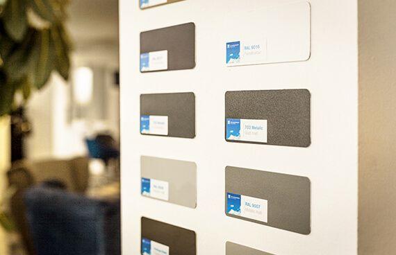 Bring Farbe in Dein Haus - Fenster Schmidinger Oberösterreich! Aluminiumfarben in RAL Beschichtung jetzt bei uns im Schauraum in Gramastetten ausgestellt! Wir freuen uns über deinen Besuch.