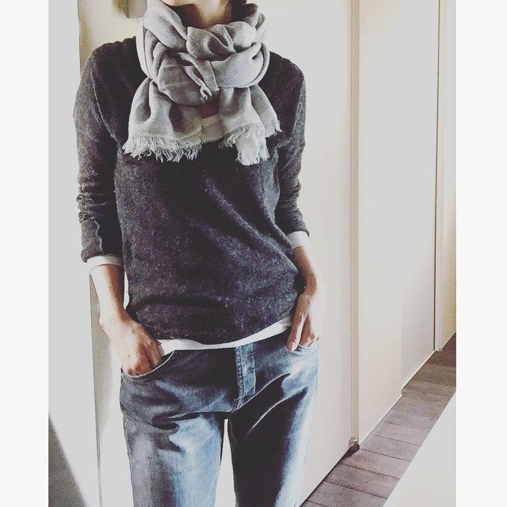 . おはようございます! 新しい髪型に慣れてはきましたが、 やっぱり首もとスースーします  家の中で 軽めのショール巻きました うん スースーしない  新しい一週間が始まりましたーーっ! ね  . inner... #gap tops... #marionagen pants... #rjeans . #ootd#outfit#todaysoutfit#simplicity#simplestyle#mystyle#casualchic#dailylook#minimal#basics#denim#プチプラコーデ#シンプルコーデ#シンプルライフ#オトナカジュアル#ショール巻きました#首もとスースー#ミニマル#ベーシック#飾らない#今日の服#ワントーンコーデ