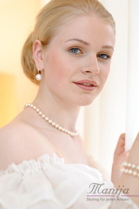 Brautfrisur / Hochzeitsfrisur / Hochzeitsstyling  Foto: Anja-Catrin Eichinger