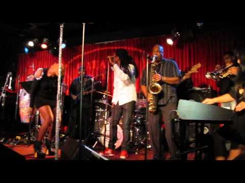 Jon Barnes + Earth, Wind & Fire's Larry Dunn, Myra Washington, Theresa King. Check out this Saxophone plan. Washington moves and sounds like Tina Turner, too.  #JAZZ #JAZZMUSIC #jonBarnes #EarthWindandFire #larrydunn #luisadunn #jonbarnesJazz #JonBarnesOfficial