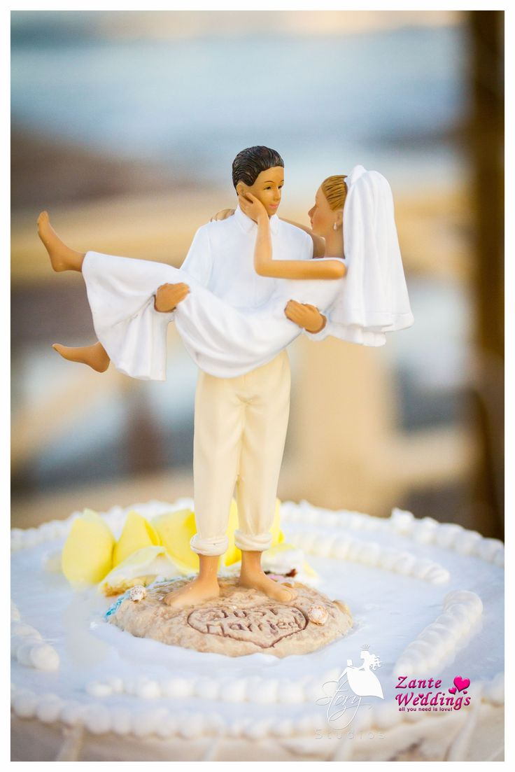 Cute 'Just married' wedding topper!