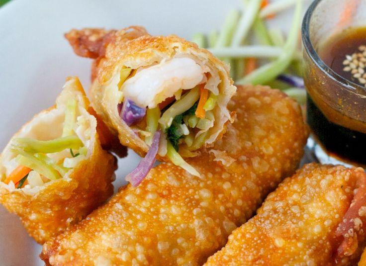 Tout simplement les meilleurs egg rolls aux crevettes! On peut les faire à la friteuse ou au four... Et c'est facile à préparer :)