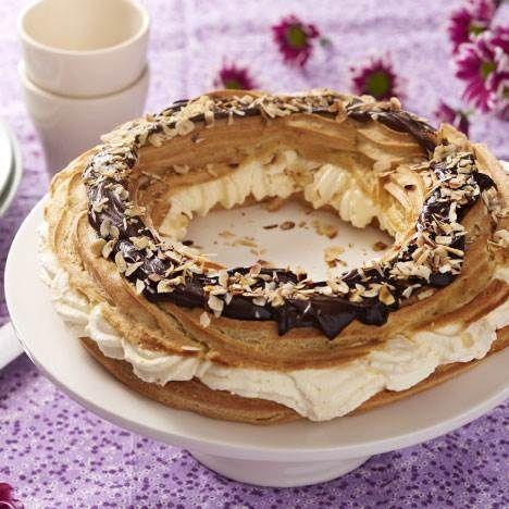For at bage den perfekte vandbakkelseskrans, skal man være meget præcis med mål og vægt, og røre dejen grundigt. Du kan også sprøjte dejen ud i kringlefacon, så det bliver en rigtig waleskringle.