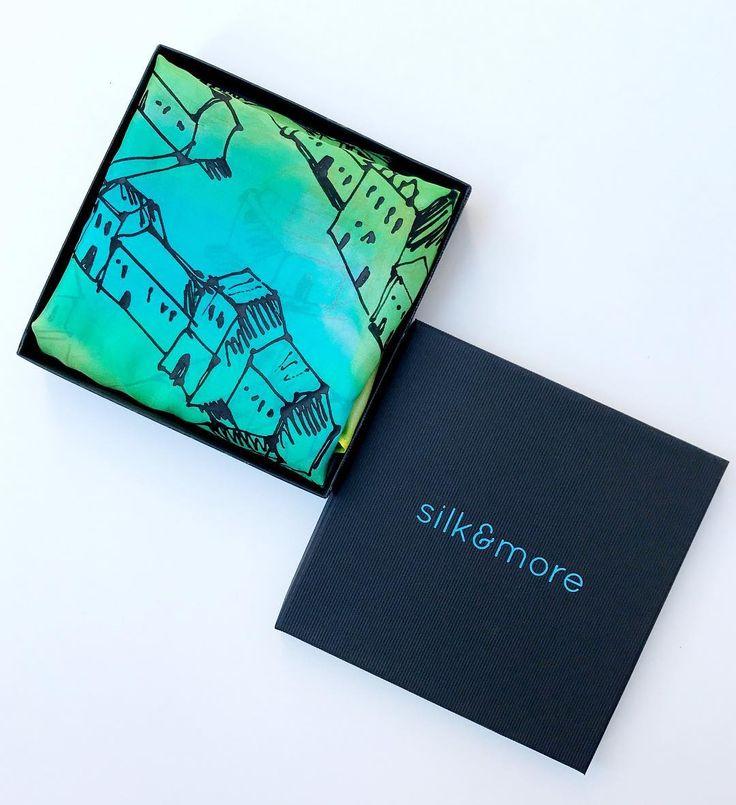 Perfect gift for her. #giftbox #silkscarf #trendy #womensscarf #accessoires #luxurygifts #cityscarf #citydesign #turquoisegift #giftforher #tanarnak #történelem #térkép #magyardivat #ikozosseg #customorder #etsyshop #selyemkendő #ajándék #egyedi