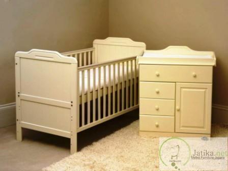 Box Bayi dan Baby Taffel Minimalis Duco ini terdiri dari Box Bayi dengan ukuran 120 cm x 70 cm x 80 cm dan 1 unit baby taffel dengan ukuran 80 x 45 x 80 cm.