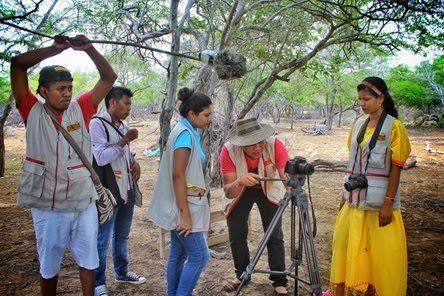 La Noche del Arco Iris: Escuela de Comunicaciones Wayuu, gradúa comunicado...