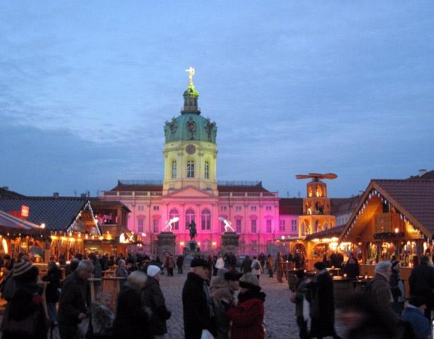 Weihnachtsmarkt vor dem Schloss Charlottenburg, Berlin