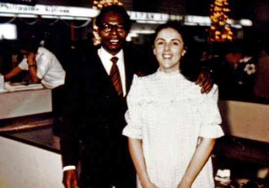 Barack Obama, Sr. and Ann Dunham Married in 1961 & divorced in 1964. Ann, who was remarried to Lolo Soetoro, finally finished her doctoral dissertation and received her Ph.D. in anthropology. Two years later she complained of stomach pains. Months later, she was diagnosed with ovarian and uterine cancer. She died on November 7, 1995, at the age of 52. Ann Dunham had 2 children, Barack and a daughter, Maya, with Lolo Soetoro.