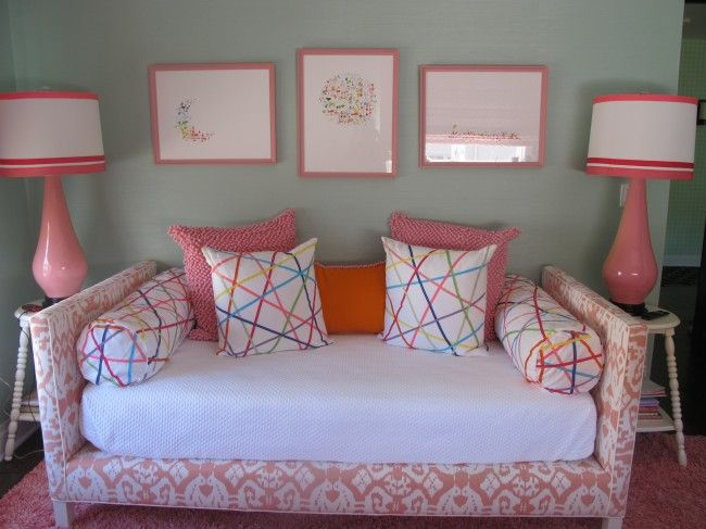 Mint #grasscloth wallcovering, pink ikat #daybed and Dransfield and Ross  lamps - Best 25+ Girls Daybed Ideas On Pinterest Girls Daybed Room, Ikea