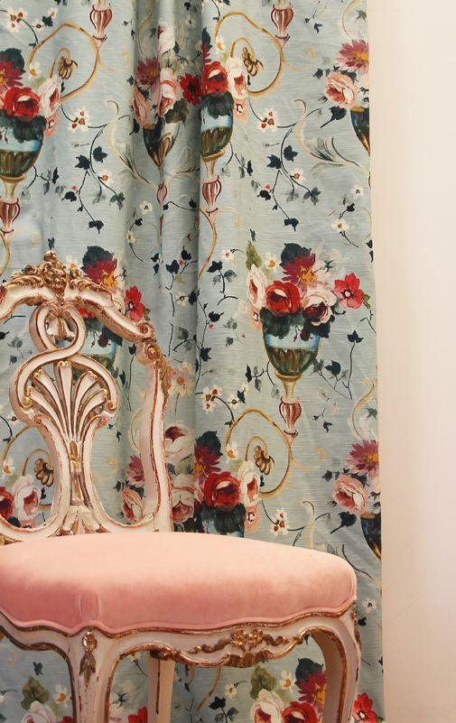 """İngiliz gülleri demişken, koleksiyonumuzdaki en sevdiğimiz kumaşlardan biri olan """"Sapphire Rossa""""dan bahsetmemek olmazdı..."""