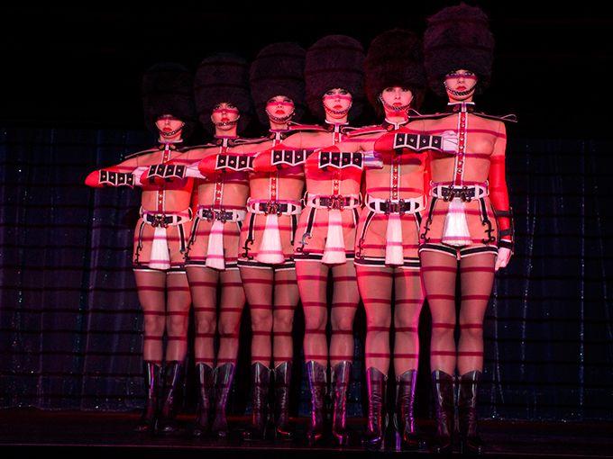 【動画】ルブタン×デヴィッド・リンチ、パリの伝説的ナイトショー映画化「ファイアbyルブタン」の写真1