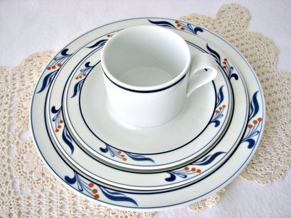 Vintage Dansk Bistro Maribo Porcelain Dinnerware Set 20 pc White and Blue Red Berries on Rim Nils Refsgaard Dansk International Japan & 15 best Dansk Dinnerware images on Pinterest | Dinner ware ...