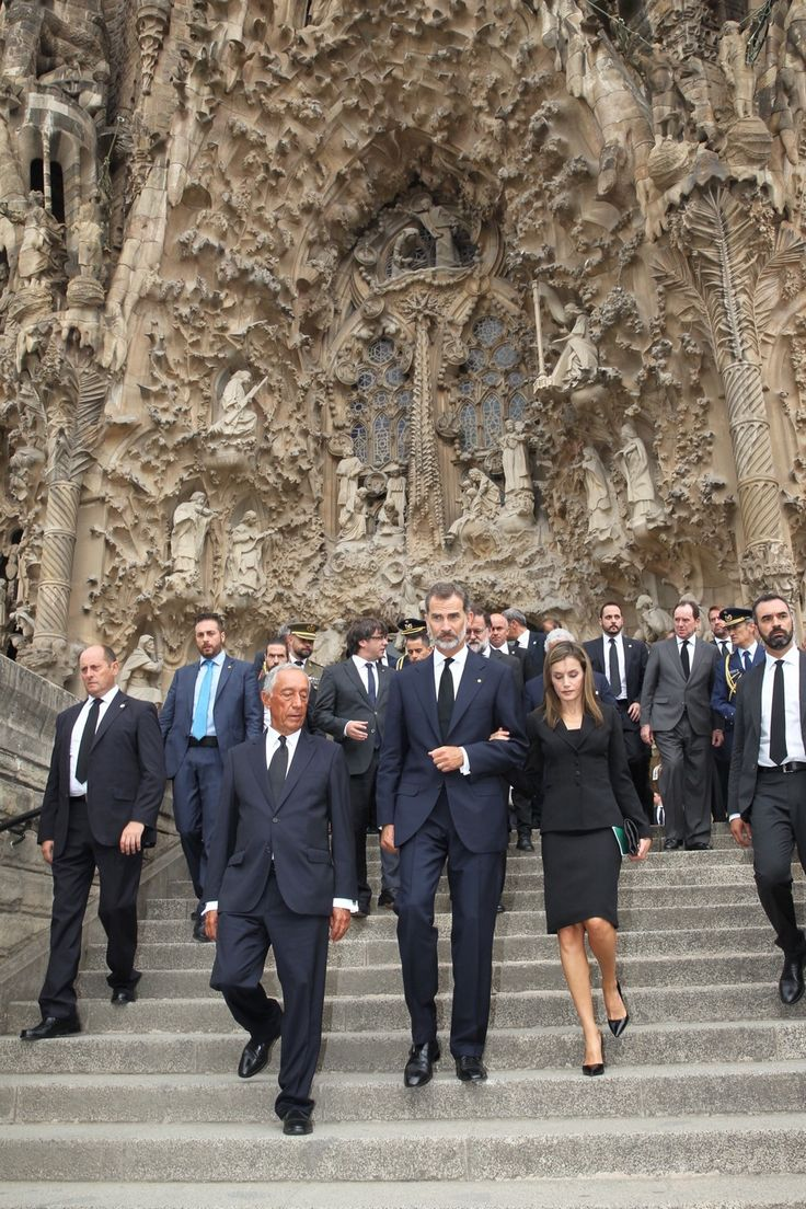Spanish King and Queen pay the respect to the victims of terror attacks