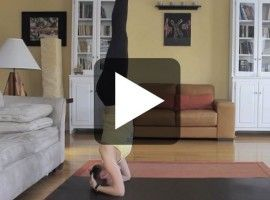 How To Do Yoga Headstands – Day 21 – 30 Day Yoga Challenge