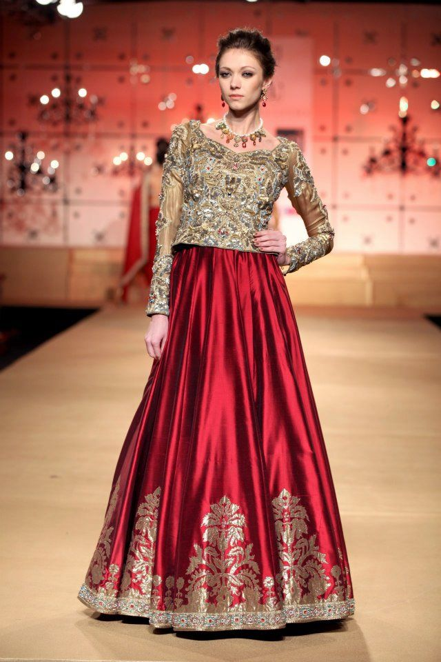 Elegant Blouse with simple Butas on lehenga