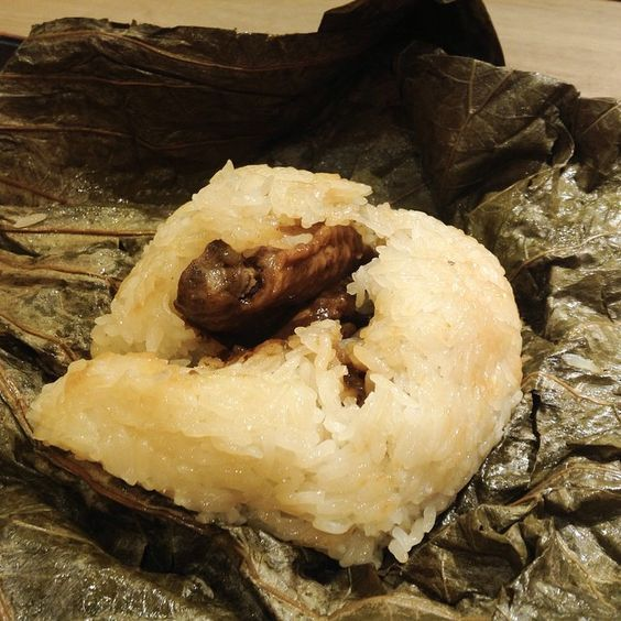 If you just want a simple and yet filling breakfast, try Steamed Sticky Rice with Chicken in Lotus Leaf (糯米雞) and a cup of Hong Kong styled milk tea available in many local fast food chains. Had these at Fairwood (大快活)  #allabouthongkong