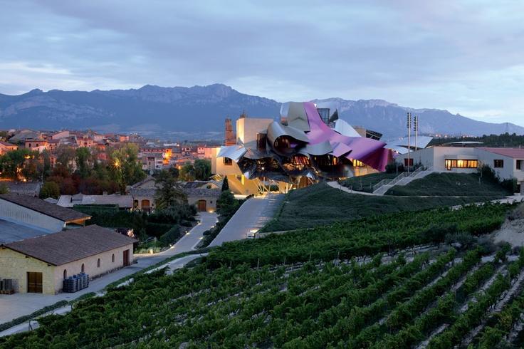 Marques de Riscal, en Elciego (Álava). Bodega diseñada por Gehry.   Lundwerg