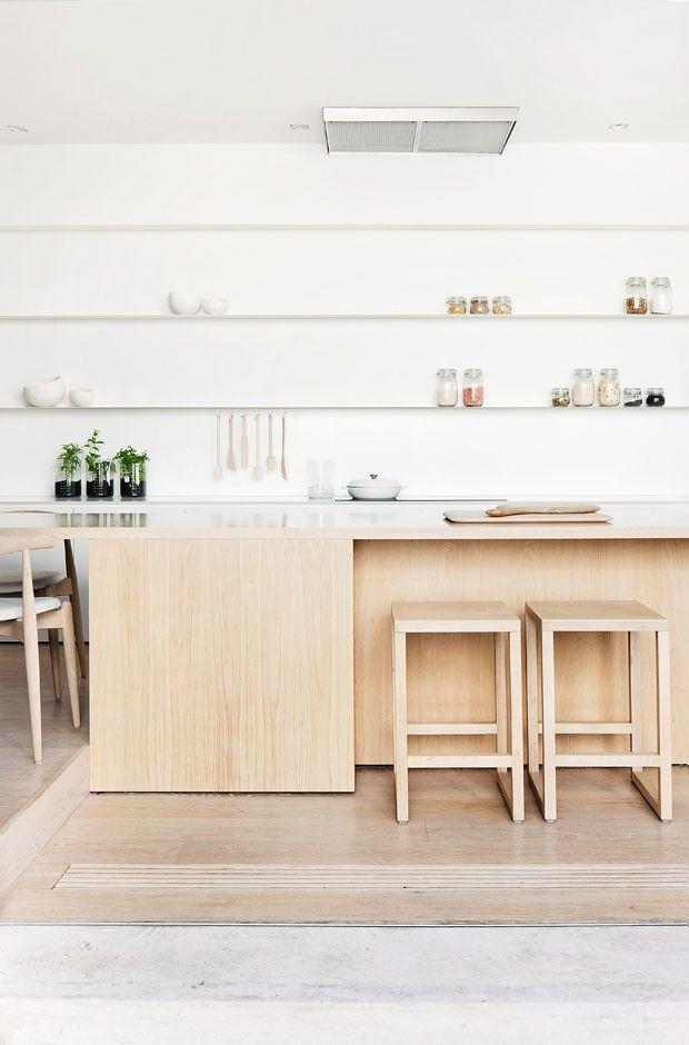 Após reforma, casa antiga ganha decoração minimalista com toques de aconchego (Foto: Shannon McGrath / Divulgação)