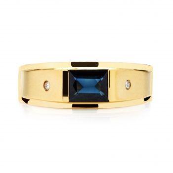 Мужское кольцо из золота с сапфиром.