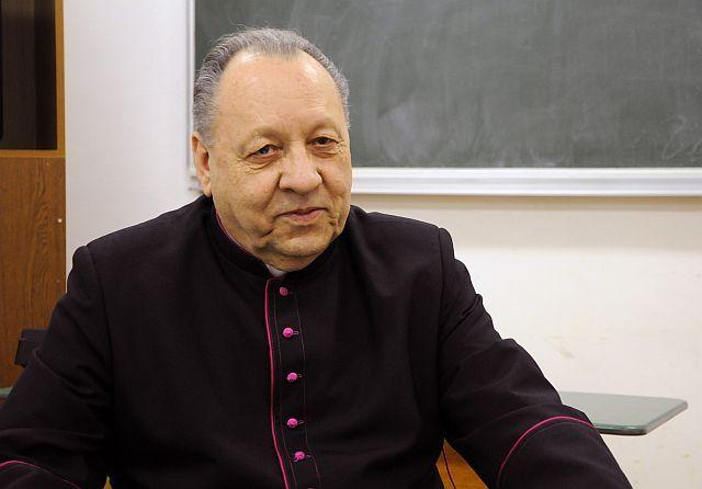 """Il coraggio di guardare il cielo: L'esorcista Bolobanic: """"Paolo Coelho avvelena i cu..."""