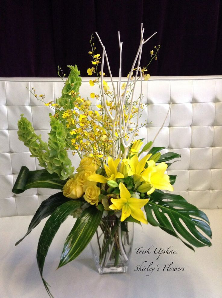 Floral arrangement with yellow roses, asiatic lilly ...