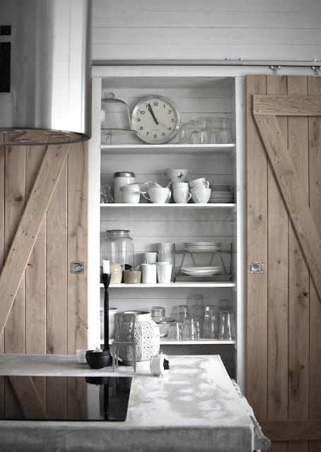 J'ai envie d'ouvrir une seule porte et d'avoir tout sous mes yeux.   Alors je rêve d'un grand rangement dans ma cuisine , un vrai et pra...