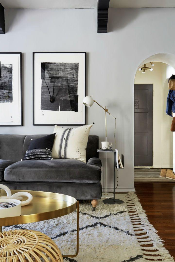 Brady Tolbert S Outstanding La Home Decoholic Gold Living Room Black And Gold Living Room Living Room Designs