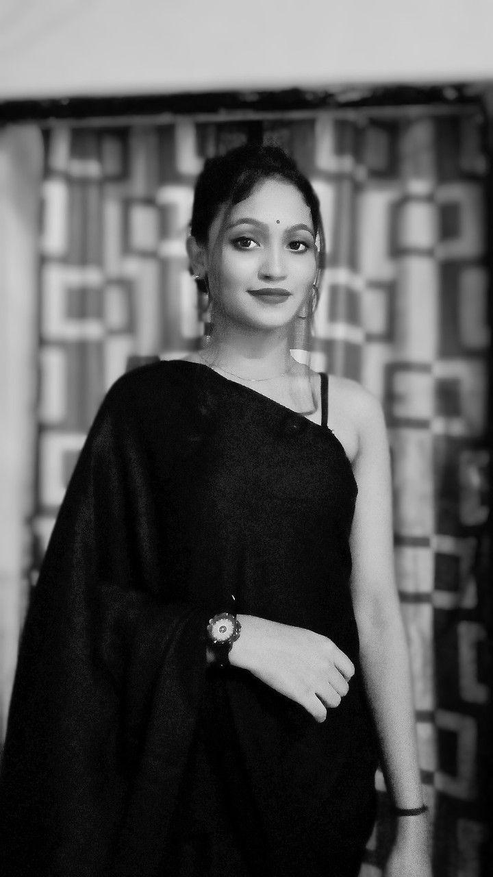 Selfie Saree Pose Black Saree Saree Poses Girl Photography Model male cas poses 02. black saree saree poses girl photography