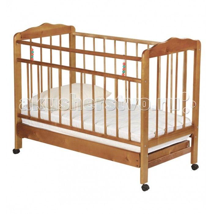 """Детская кроватка Russia Женечка-2 колесо с ящиком  Детская кроватка Russia Женечка-2 колесо с ящиком  Все начинается с нее, с детской кроватки, человек и так много времени посвящает сну, а ребенок и того больше. Сон необходим малышу, чтобы отдохнуть, набраться сил и снова радовать родителей новыми детскими достижениями и улыбками. Поэтому очень важно, чтобы детская кроватка была комфортной и способствовала крепкому и здоровому сну Вашего ребенка.   Кроватки """"Женечка"""" изготавливаются из…"""
