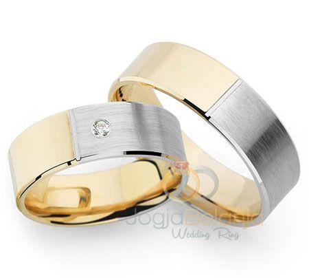 Cincin Pasangan Indurasmi memiliki desain cincin yang sederhana. Cincin ini memadukan lapis warna emas putih dan kuning pada sisi cincin, dimana cincin terdiri dari dua warna lapis tersebut dengan perpotongan warna ada di muka cincin sehingga tampak unik. Selain itu kombinasi finishing cincin juga semakin menambah elegan, dimana warna lapis emas difinishing kilap dan warna …