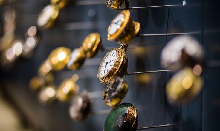 """På vore auktioner kan der sælges og købes alle mulige varer, såsom design møbler, almindeligt inventar, guld & sølv, smykker, malerier, ure,antikviteter, hittegods, konkursboer, varepartier, restpartier, nye varer, udflytteboer, dødsboer, fraflytteboer hele som halve, entreprenørmateriel, alle former for køretøjer, campingvogne, trailere, maskiner og værktøj. Du kan ikke købe/sælge: levende væsner, fødevarer, kopivarer og andre varer … Læs videre """"Køb & salg på auktion""""..."""