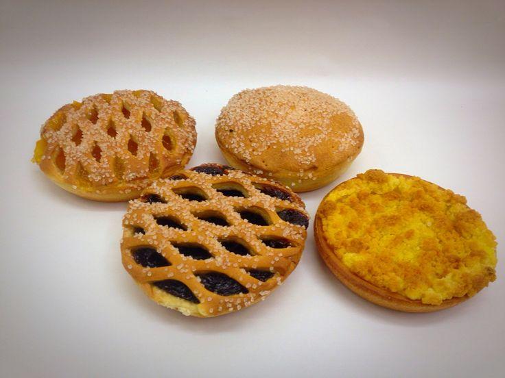 Kleine vlaaitjes appel, pruimen, kruimel pudding, abrikozen.