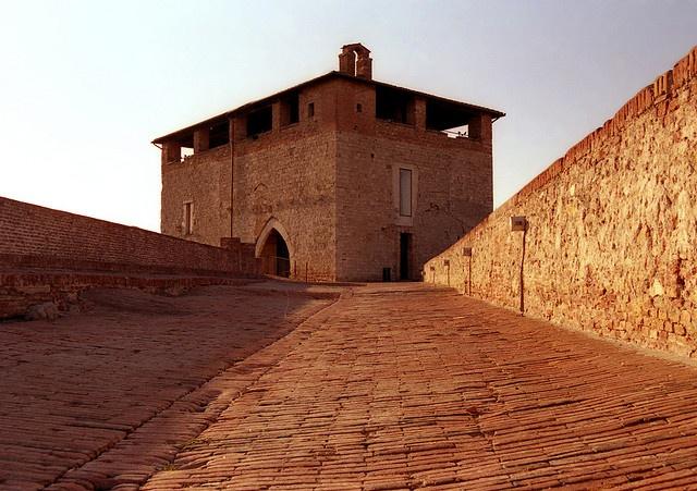 Il cassero delle mura medicee - The city walls quarterdeck of Grosseto (Italy) by ricsen, via Flickr #InvasioniDigitali il 25 aprile alle ore 10.00 Invasore: Alessandro Fichera