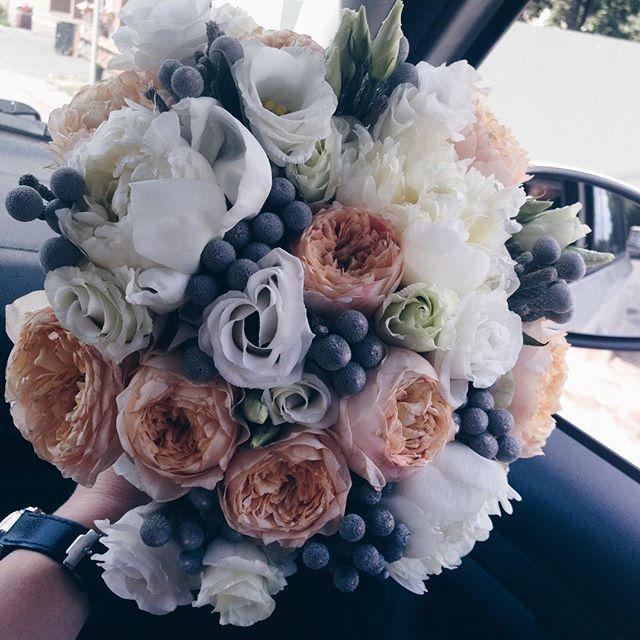 Нежное облачко ☁️☁️☁️💐💐💐 Каждый наш букетик проходит долгие фотомуки 📸 😆 Зато потом у него фоток #мамадарагая сколько 😂😂😂 #weddingbouquet #bouquet #bridebouquet #wedding_art_decor #wedart #wed_art #weddingart #decor #weddingdecor #kiev #kievweddingdecor #свадьбавкиеве #декоркиев #букетневесты #букетневестыкиев #флористикакиев #свадьба #флористкиев #мысчастливы #мыженимлюдей #follow #followme