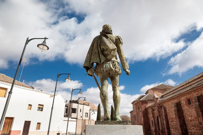 Estatua de Cervantes en Alcázar de San Juan.